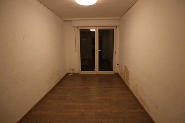 Bevor der Kalkmarmorputz aufgetragen werden kann, muss erstmal der alte Fußboden raus.